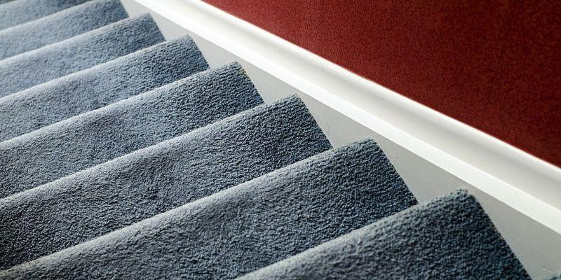 escalier avec moquette