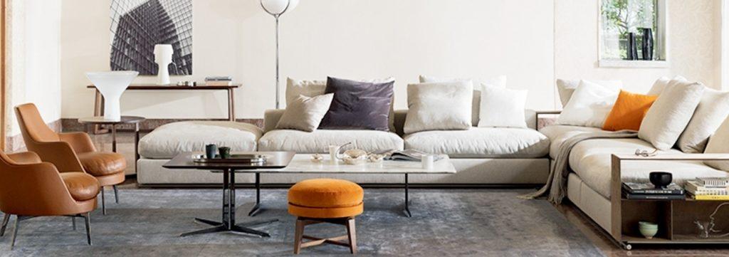 salon avec grand canapé